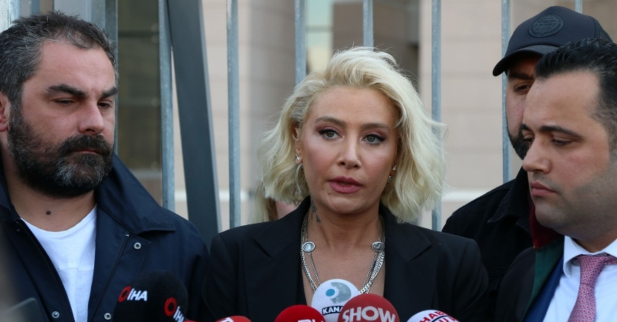 Singer Su0131la Gencou011flu (center) speaks to reporters in Istanbul's u00c7au011flayan Courthouse on Mon. Apr. 22, 2019 (DHA Photo)