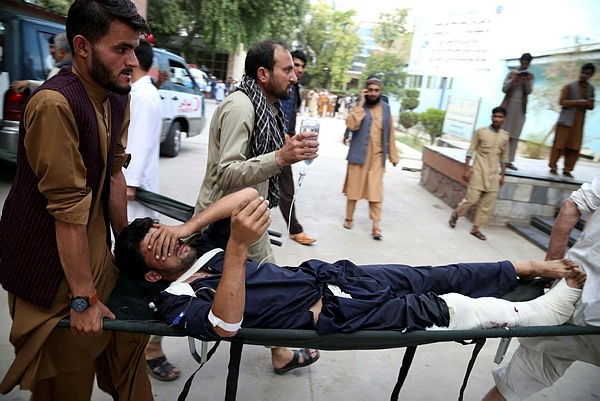 eople carry a man, who was injured in a suicide bomb attack at an election campaign in Kama district, to a hospital in Jalalabad, Afghanistan, 02 October 2018. (EPA Photo)