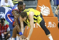 Fenerbahçe beats Efes to even finals series