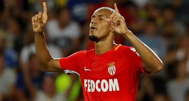 البرازيلي فابينو في قميص موناكو الفرنسي قبل انتقاله إلى ليفربول