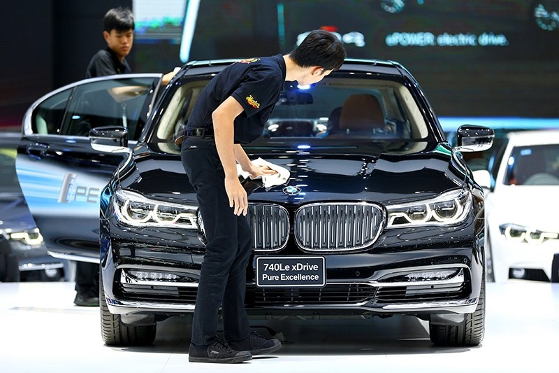 Workers clean a BMW 740Le car at the 38th Bangkok International Motor Show in Bangkok, Thailand March 28, 2017. (Reuters Photo)