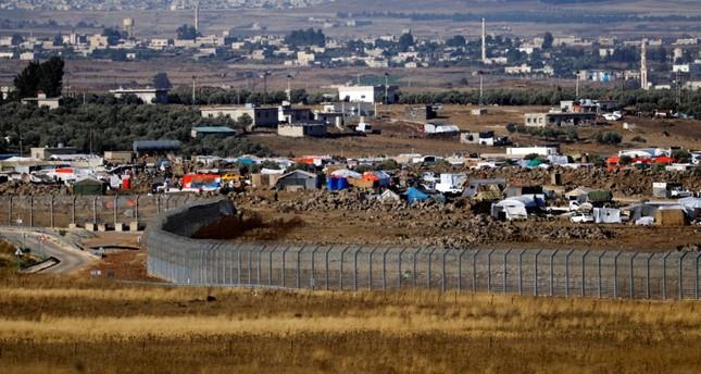 خيم نازحين بالقرب من الجدار الفاصل مع إسرائيل، هضبة الجولان المحتل (رويترز)