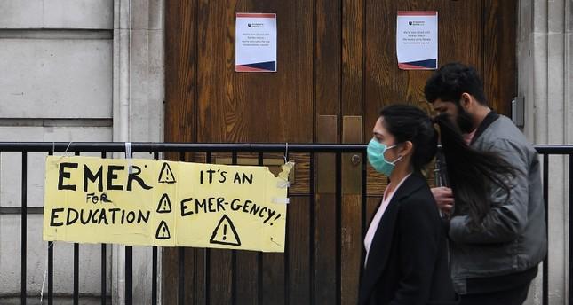 الحكومة البريطانية تطلب عودة 65 ألف ممرض وطبيب متقاعد للعمل بسبب كورونا