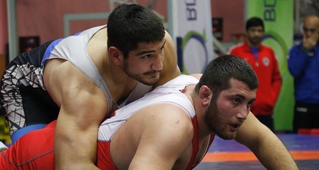 المصارع التركي عارف أوزن يحرز فضية بطولة أوروبا للمصارعة الحرة