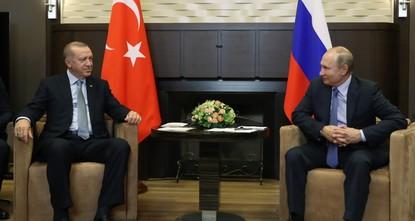 أردوغان وبوتين يبحثان العلاقات الثنائية والملف السوري هاتفياً