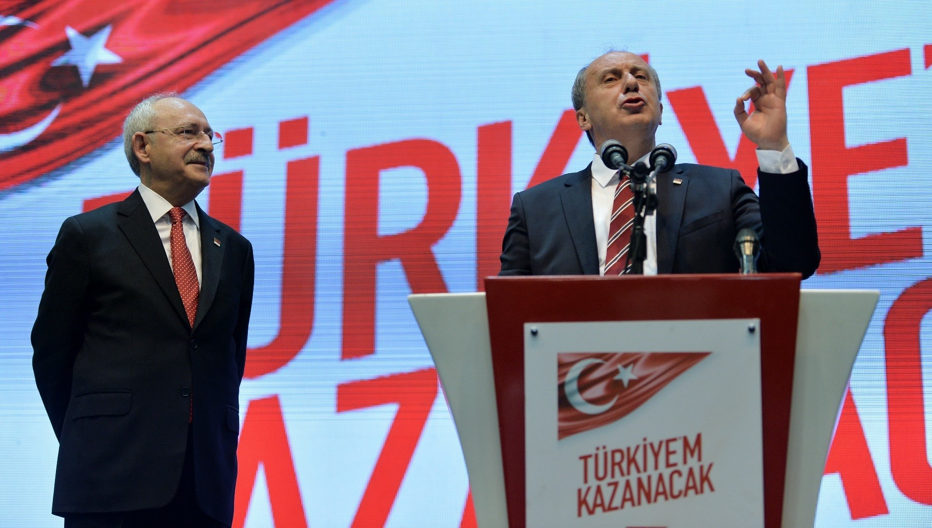 CHP leader Kemal Ku0131lu0131u00e7darou011flu (L) and Muharrem u0130nce address a group meeting of the party, held to discuss the party campaign for the June 24 presidential elections, Ankara, May 4.
