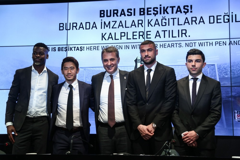 Fikret Orman (center) poses with Nicolas Isimat-Mirin (left), Shinji Kagawa (second left), Muhayer Oktay (right) and Burak Yu0131lmaz (second right) at a ceremony in Istanbul, Feb. 5, 2019.