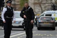 Ein Auto hat in London mehrere Menschen auf einem Bürgersteig erfasst. Mehrere Passanten seien verletzt worden, teilte die Metropolitan Police über Twitter mit. Ein Mann sei festgenommen worden. Ob...