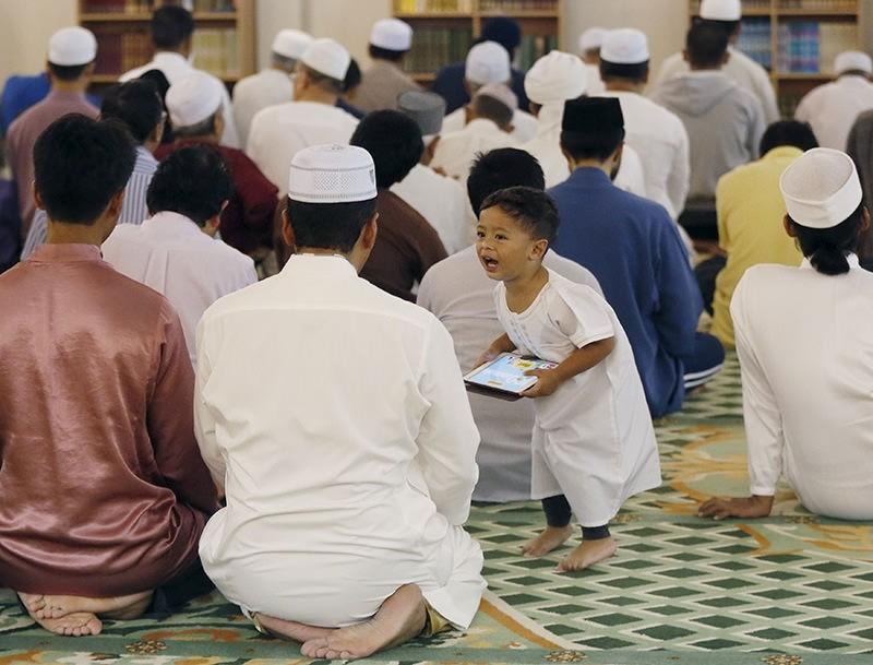 Muslims around the world mark the start of holy Ramadan