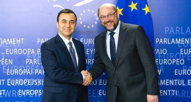 Präsident des EP Martin Schulz (rechts) zusammen mit Tuskon-Präsident Rızanr Meral in Brüssel, März 2015. (Foto der europarl.europa.eu)