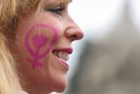 pМеждународный женский день в Европе отметили забастовками, а в Азии — протестами против притеснения женщин и проявлений домашнего насилия./p  pИспанки устроили ночную демонстрацию за...