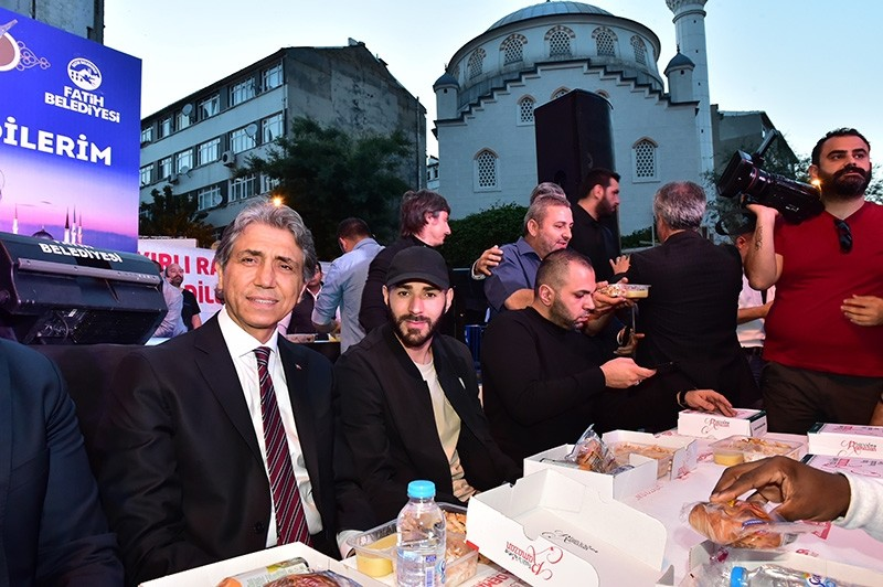 French footballer Karim Benzema (center) attends iftar dinner with Fatih mayor Mustafa Demir in Istanbul, Tuesday June 6, 2017 (DHA Photo)