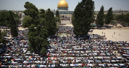 260,000 Palestinians converge at Jerusalem's Al-Aqsa Mosque to perform Ramadan's last Friday prayers