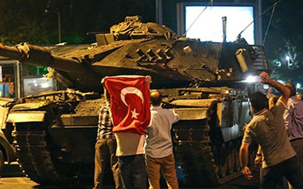 Civilians confront a tank commanded by putschists in the u00c7engelku00f6y district in u00dcsku00fcdar, Istanbul on July 15, 2016.