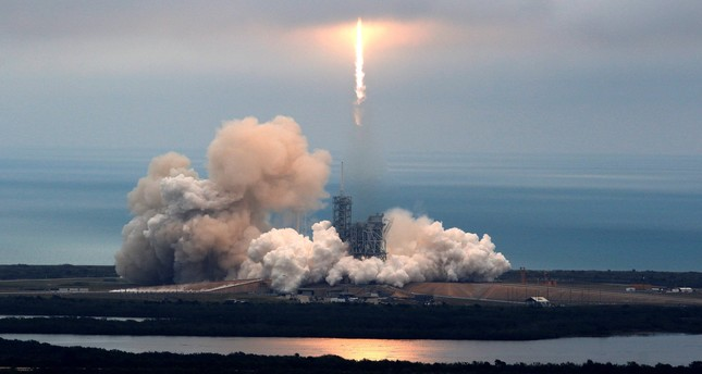 SpaceX makes historic launch from 39A, sticks landing