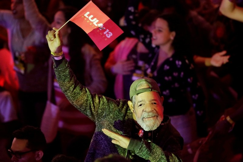 A man wears a mask depicting the Brazil's former President Luiz Inacio Lula da Silva during a Workers Party national convention in Sao Paulo, Brazil, Saturday, Aug. 4, 2018. (AP Photo)