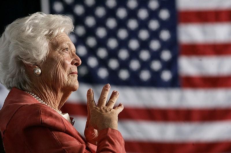 Former U.S. first lady Barbara Bush listens to her son, President George W. Bush. (Reuters Photo)