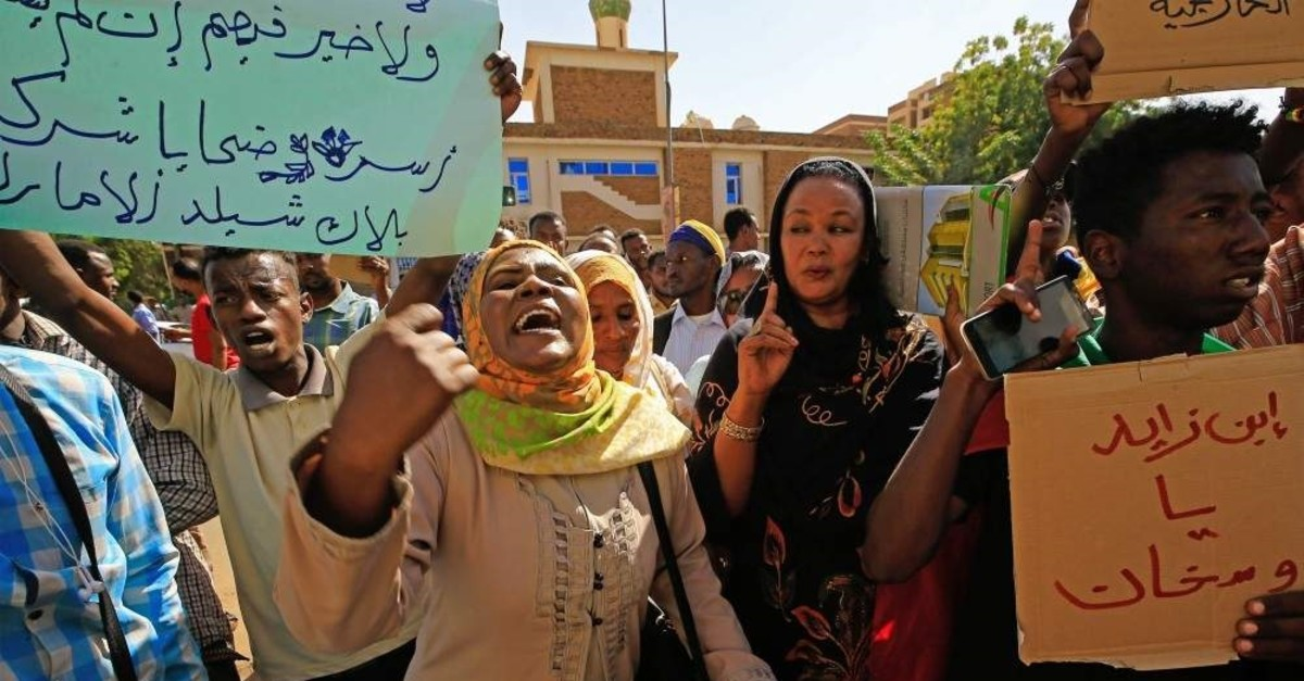 Sudanese demonstrators carry placards and chant slogans as they protest outside the Foreign Ministry in the capital Khartoum on Jan. 28, 2020. (AFP Photo)