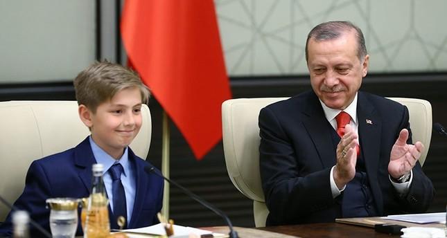 President Erdoğan hands over seat to fourth grader for Children's Day