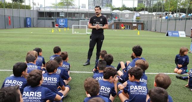 باريس سان جيرمان يفتتح مدرسة لتعليم كرة القدم في إسطنبول