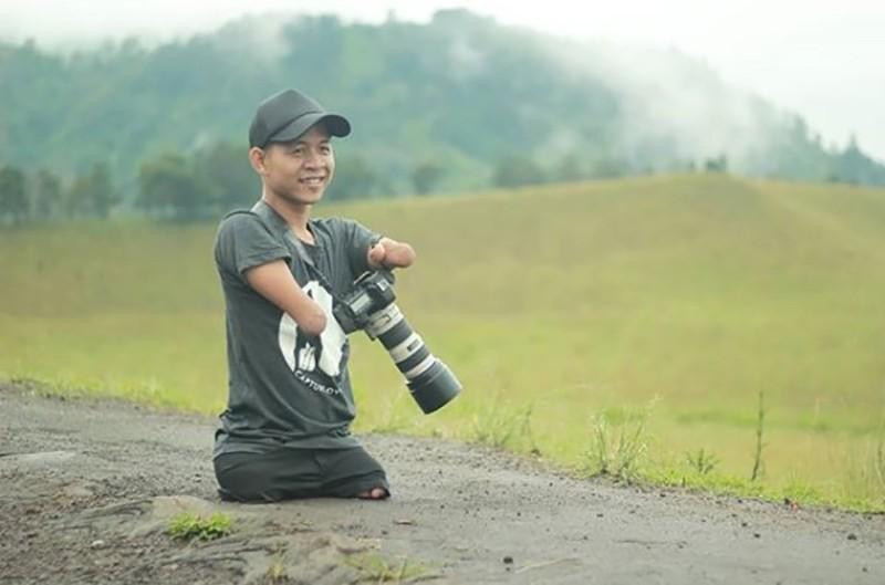 Indonesian photographer Ahmed Zulkarnain (photo from artist's Instagram bangdzoel_)