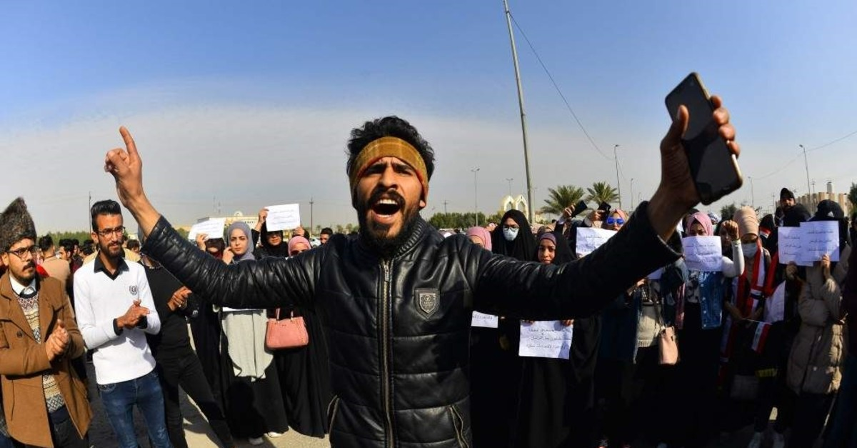 Iraqi university students take part in an anti-government demonstration in the holy shrine city of Najaf on December 29, 2019. - The youth-led protests demand the ouster of the entire political class that has run the country in the aftermath of the 2003 US-led invasion that toppled dictator Saddam Hussein. (Photo by Haidar HAMDANI / AFP)