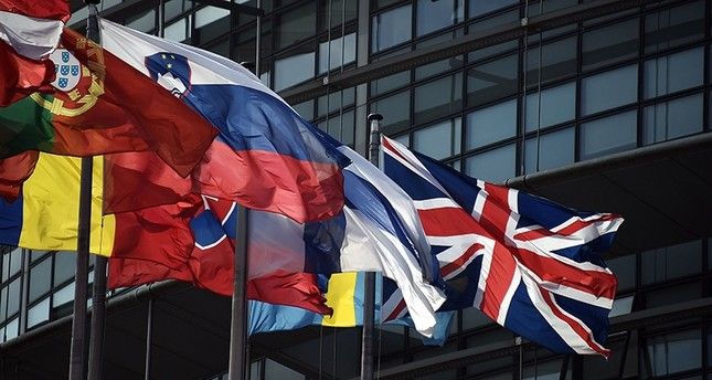 The British Union Jack flag (R) flies amongst European Union member countries' national flags in front of the European Parliament on June 9, 2016 in Strasbourg, eastern France. (AFP Photo)