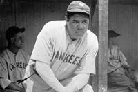 В США рубашка легендарного бейсболиста Бейба Рута продана за рекордные $5,6 млн