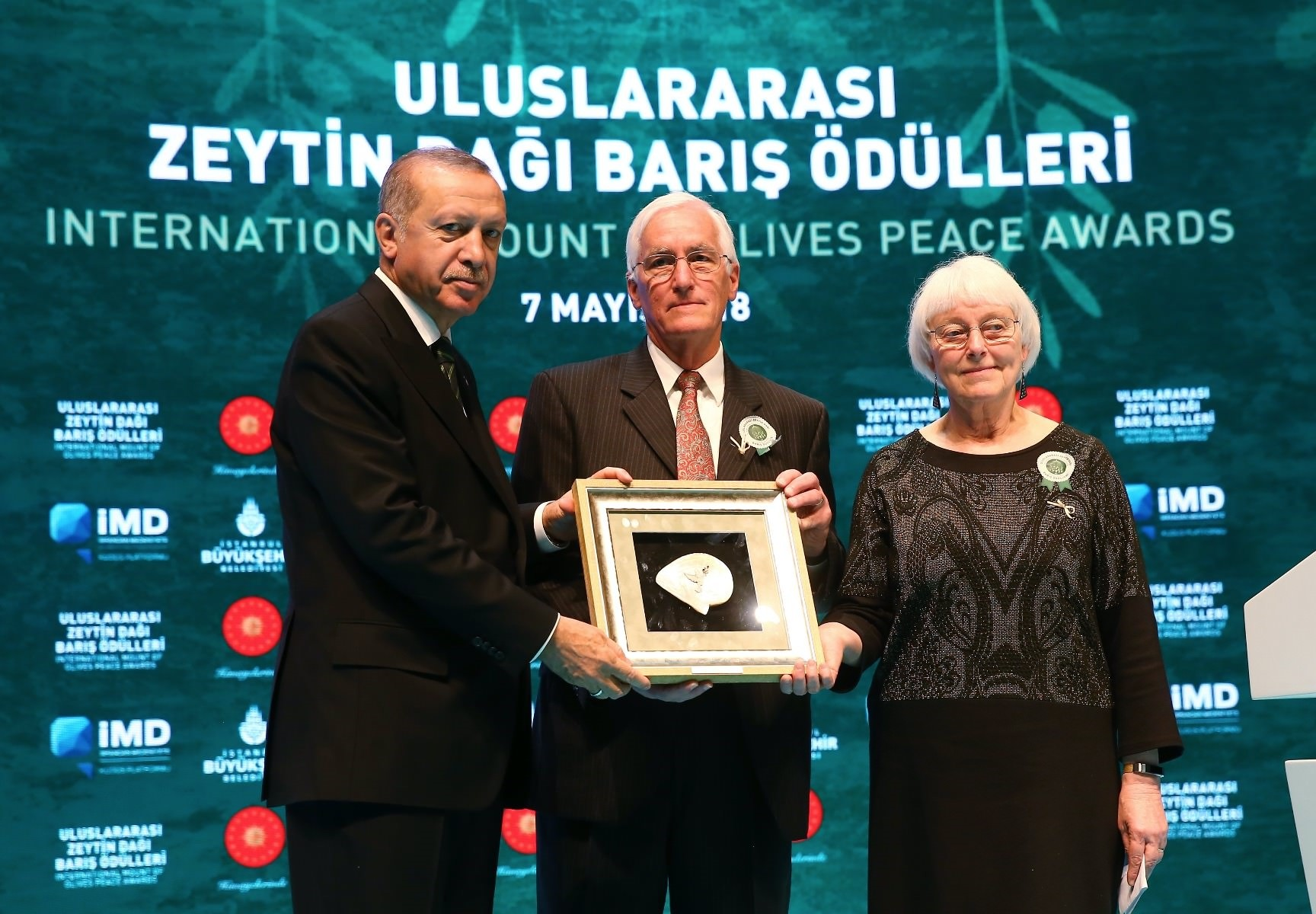 President Recep Tayyip Erdou011fan presented a posthumous award for activist Rachel Corrie to her parents Cindy and Craig Corrie.