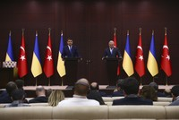 Turkish Prime Minister Binali Yldırım and his Ukrainian counterpart Volodymyr Groysman agreed Tuesday to allow their citizens to travel to each other's countries without passports.