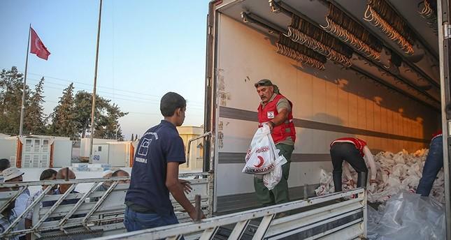 الهلال الأحمر التركي يوزع لحوم أضاحي على الأسر بجرابلس