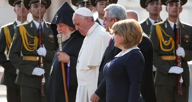 Pope Francis walks beside Catholicos of All Armenians Karekin II (L), Armenia's President Serzh Sargsyan (2nd R) and his wife Rita during his departure from Yerevan's Zvartnots Airport, Armenia, June 26, 2016.  (Reuters Photo)