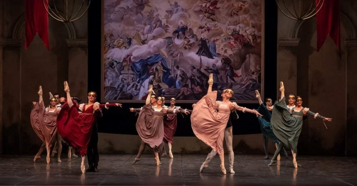 A scene from the ,Rome and Juliet, ballet. ( AA Photo)