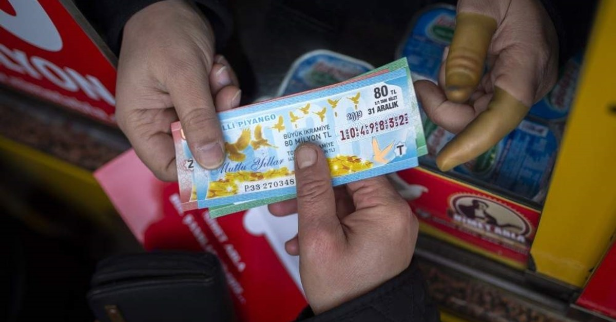 This year's jackpot in the New Year's lottery was announced as TL 80 million. (AA Photo)