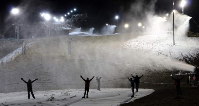 The tracks at the ski center are being prepared for skiers with artificial snow. (DHA Photo)