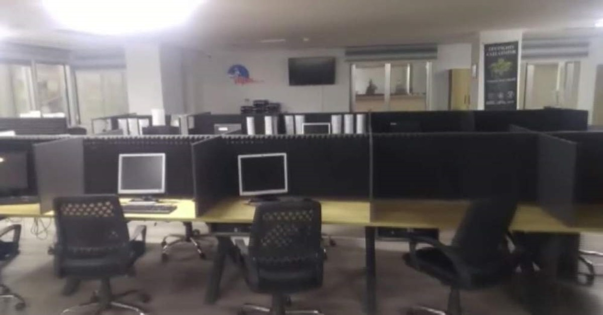 The fake call center set up by the gang in Istanbul. The gang used the place to defraud unsuspecting victims. (DHA Photo)