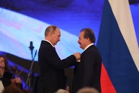 Turkish businessman Cavit Çağlar receives Russian order of friendship from Putin