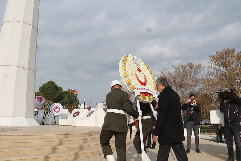 TRNC President Mustafa Aku0131ncu0131 places wreath on the memorial of founding father Rauf Raif Denktau015f in Lefkou015fa on Jan. 13, 2019. (AA Photo)