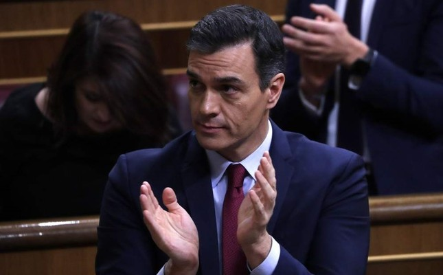 Spain's caretaker Prime Minister Pedro Sanchez applauds at the Spanish parliament in Madrid Tuesday, Jan. 7, 2020. AP Photo