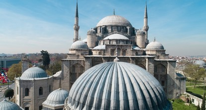 Convening an international conference in Istanbul examining fault lines facing Muslim societies