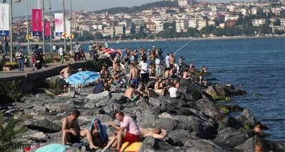 pWährend die ganze Türkei mit den Auswirkungen der Hitzewelle aus Nordafrika zu kämpfen hat, wurde nun in Istanbul eine Rekordhitze von 37,2 Grad Celsius beobachtet./p  pMeteorologe Adil Tek,...
