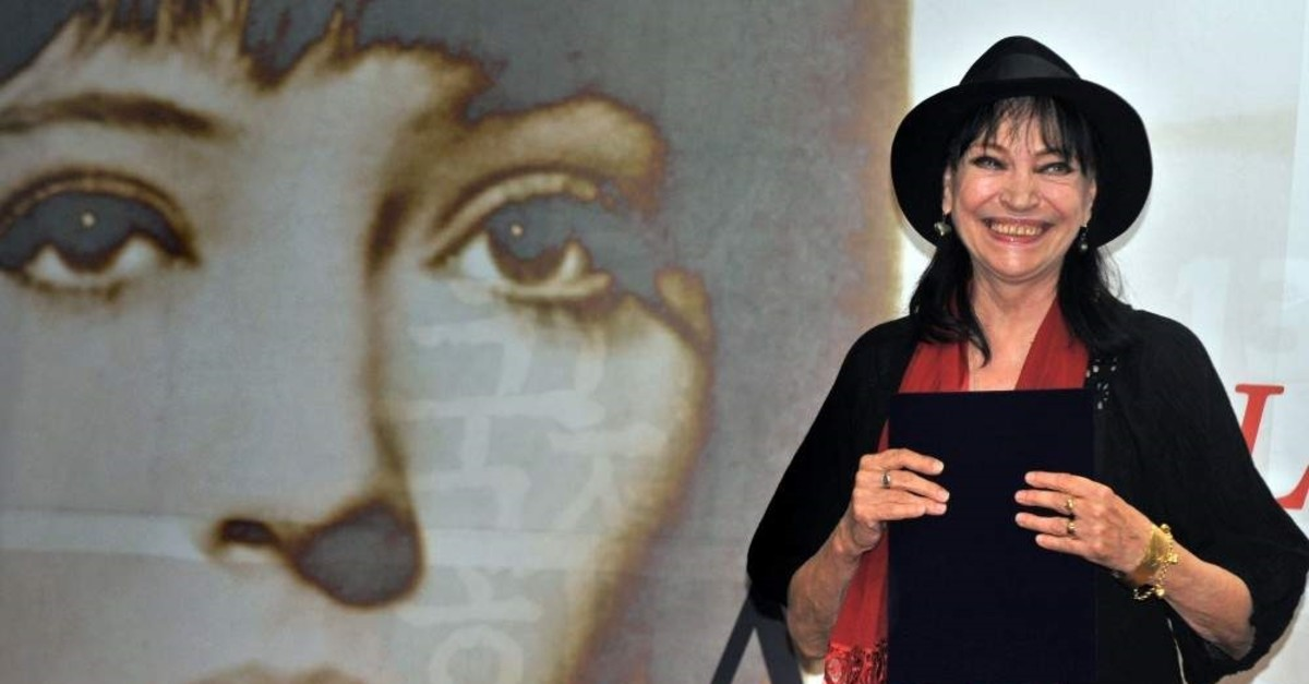Anna Karina smiles during the 13th Pusan International Film Festival in Busan, Oct. 8, 2008. (AFP Photo)