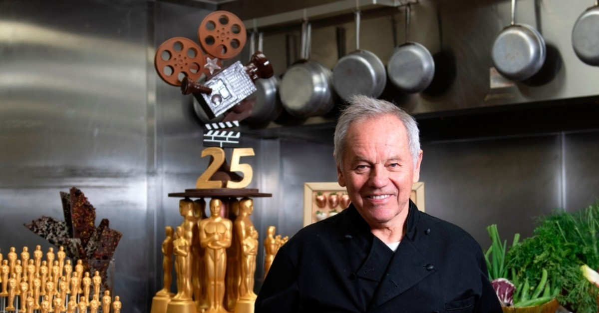 Celebrity Chef Wolfgang Puck poses in the kitchen while preparing the diner for the 91st annual Academy Awards Governors Ball, in Hollywood, on California, February 20, 2019 (AFP Photo)