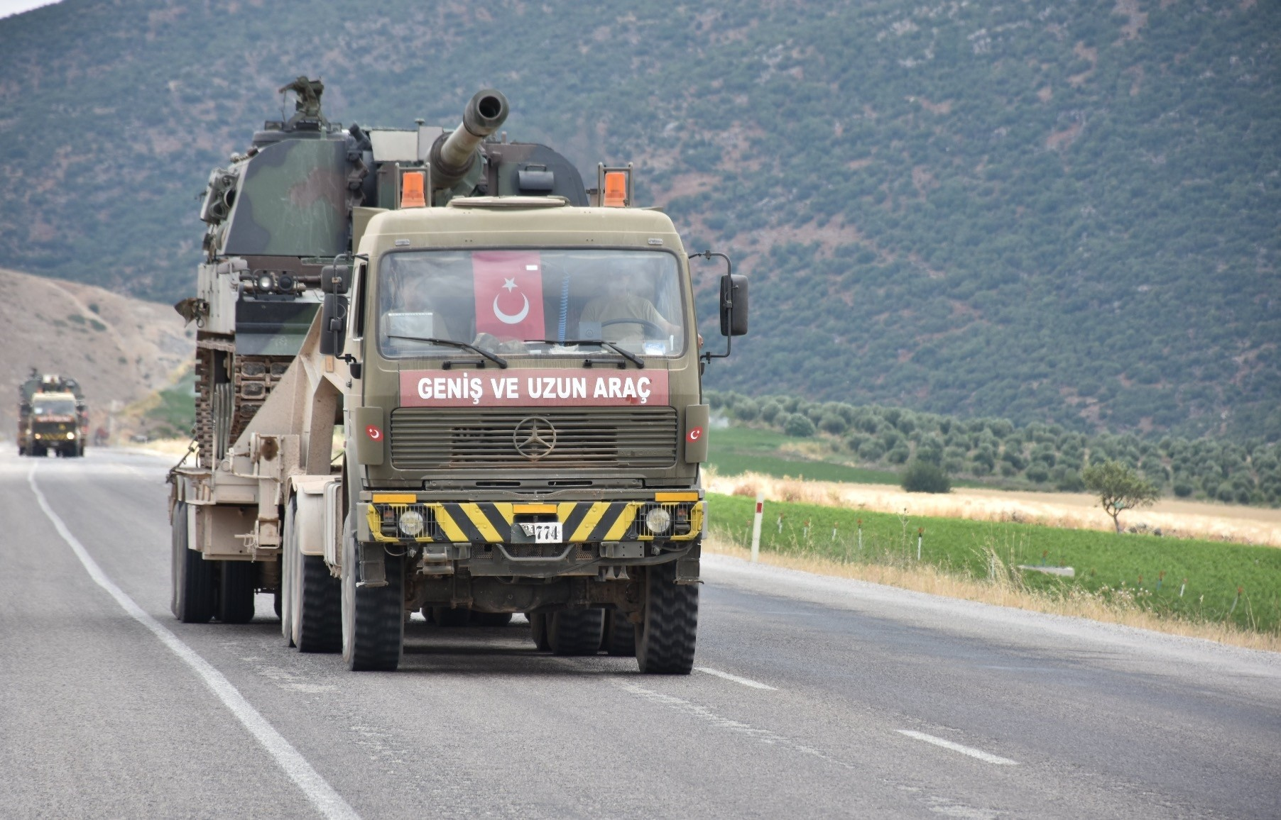 This pictures show the military vehicles loaded with howitzers and ammunitions which reached the Turkish border town of Kilis, near Afrin last week.