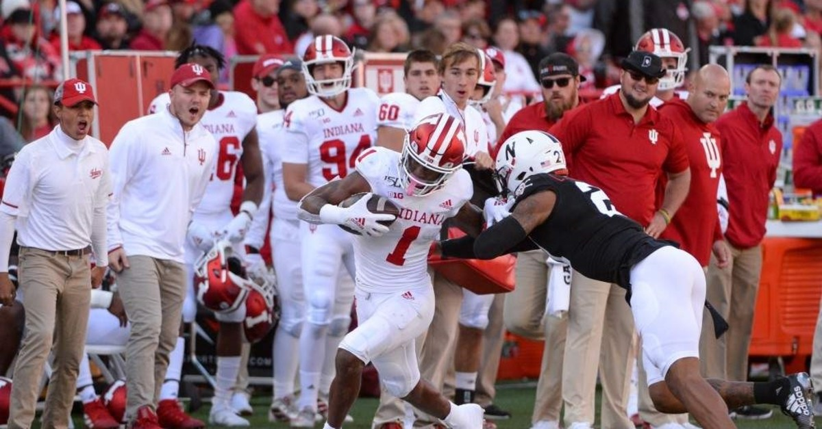 Wide receiver Whop Philyor of the Indiana Hoosiers avoids the tackle of cornerback Lamar Jackson of the Nebraska Cornhuskers, Lincoln, Oct. 26, 2019. (AFP Photo)
