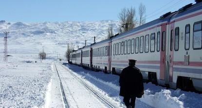 """pDer """"Ost-Express (Doğu Ekspresi) zwischen der Hauptstadt Ankara und der östlichen Provinz Kars erfreut sich in letzter Zeit großer Beliebtheit. Die 24-stündige Zugreise hat sich zur neuen..."""