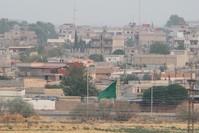 بلدة نصيبين السورية كما تبدو من الحدود التركية (الأناضول)