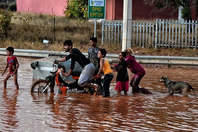 People make their way on a flood street in Mandra, near Athens, Greece, 15 November 2017 (EPA Photo)
