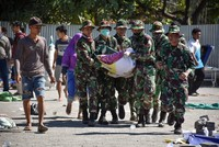أندونيسيا.. ضحايا في زلزال وانزلاقات أرضية