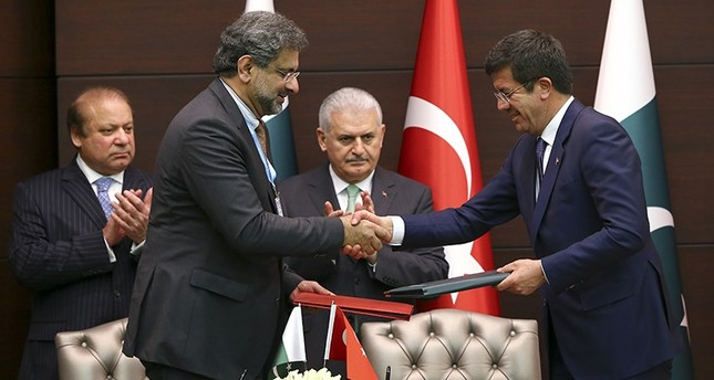 تركيا وباكستان توقعان اتفاقيات تعاون في مجالات الاقتصاد والطاقة والدفاع